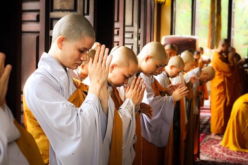 ベトナムの寺院・教会の見学マナー