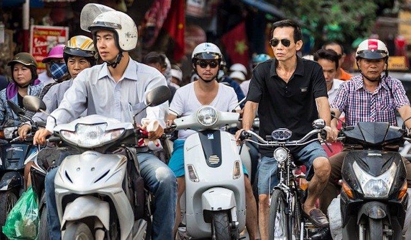 ベトナムの雨季の交通事情